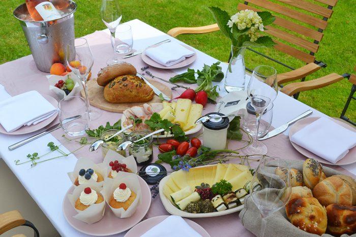 Gundelrebe - Frühstückstisch